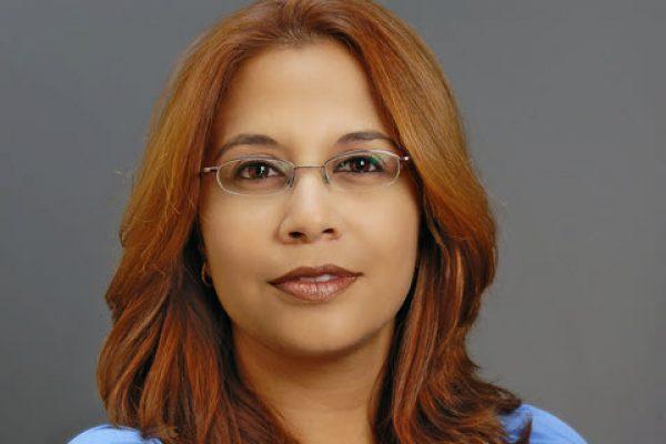 קרוליין אלמז – מנהלת משרד