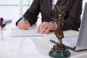 צוואה וירושה דרך עורך דין עם חוזה